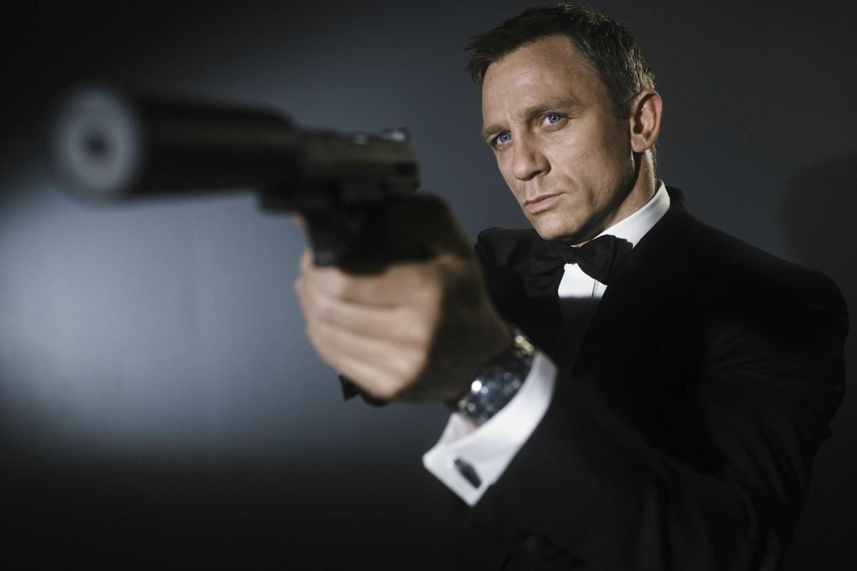 daniel craig James Bond in Quantum of Solace wallpaper